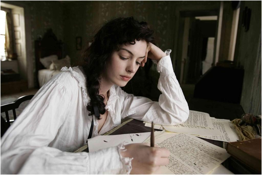 """Anne Hathaway interpreta Jane Austen nel film """"Becoming Jane- Ritratto di una donna contro"""" (2006)"""