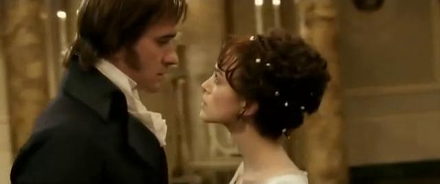 """Matthew Macfadyen (Darcy) e Keira Knightley (Elizabeth) in una scena del film """"Orgoglio e pregiudizio"""" (2005)"""