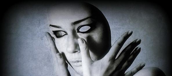 Il pigmentary nota su una faccia strade di trattamento