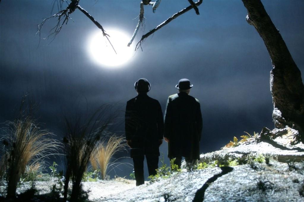 """Una scena emblematica di """"Aspettando Godot"""" di Samuel Beckett e interpretato da Eros Bagni e Ugo Pagliai."""