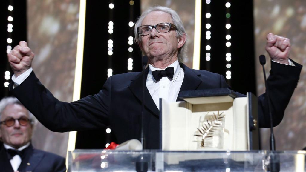 """Ken Loach insignito della Palma d'oro al 69° Festival di Cannes con """"I, Daniel Blake""""."""