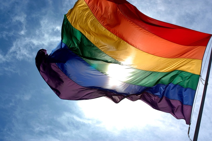 Storia e significato della bandiera arcobaleno, simbolo del Movimento di Liberazione degli Omosessuali