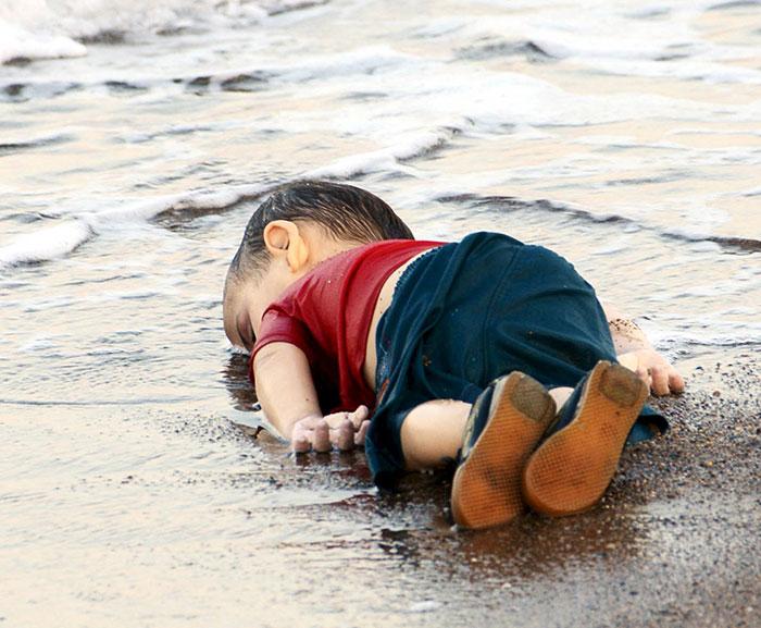 Aylan Kurdi, simbolo del dramma dell'immigrazione. La risposta degli artisti