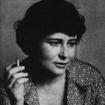 In una società come la nostra, organizzata per favorire i conformisti, i mediocri e gli ubbidienti, la sensibilità e la capacità di percezione straordinarie dell'eroe, o del protagonista, finiscono per essere un impedimento. Doris Lessing