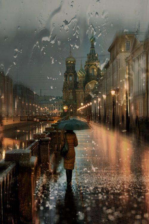 E piove in petto una dolcezza inquieta... Eugenio Montale, 12 ottobre 1896 Fotografia di Eduard Gordeev