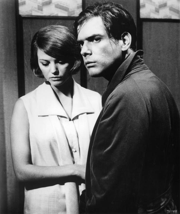 """Una scena del film """"Gli indifferenti"""" (1964) di Francesco Maselli. Tra gli interpreti Claudia Cardinale e Tomas Milian (nel ruolo di Michele)"""