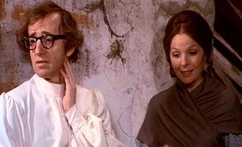 """Woody Allen con Diane Keaton in una scena di """"Amore e guerra"""" (1975)"""