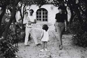 Truffaut insieme alla moglie Madelaine Morgenstern e alle sue due figlie.