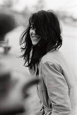 Se piacessi a tutti mi chiederei seriamente dove stia sbagliando. _ Michelangelo Da Pisa _ Charlotte Gainsbourg fotografata da Peter Lindbergh.
