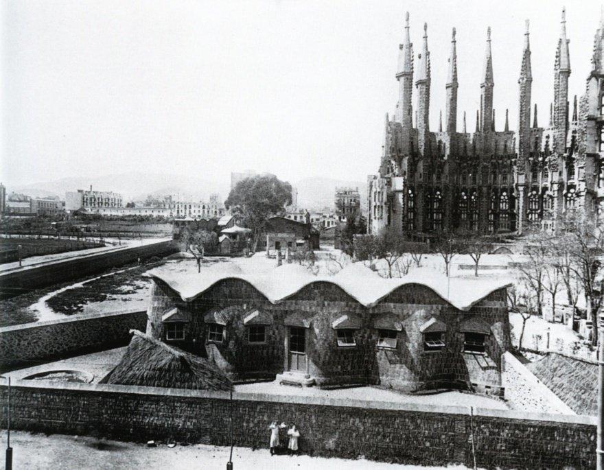 La scuola della Sagrada Familia nel 1909.