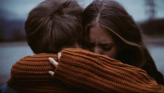 Dentro ad un abbraccio puoi fare di tutto: sorridere e piangere, rinascere e morire. Oppure fermarti a tremarci dentro, come fosse l'ultimo. _ Charles Bukowski _ Immagine reperita nel web