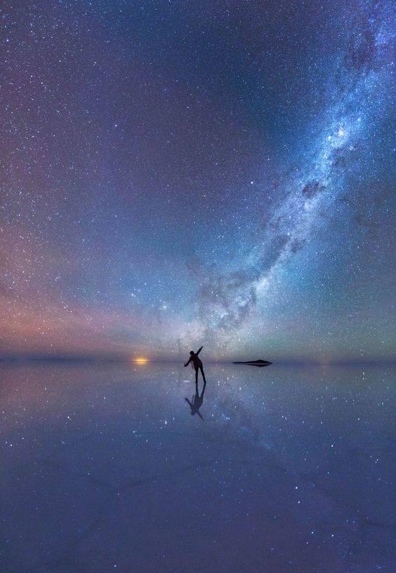 E poi non sapevo più cosa guardare e guardai il cielo. _ Italo Calvino _ Immagine reperita su Pinterest