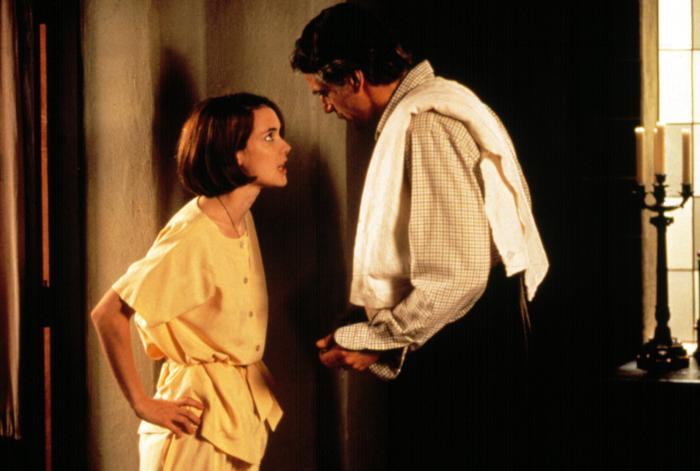 """Una scena del film """"La casa degli spiriti"""" (1993) con Winona Ryder e Jeremy Irons."""