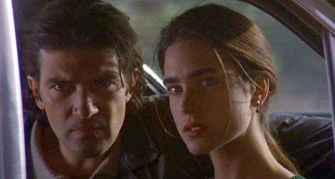 """Una scena del film """"D'amore e d'ombra"""" (1994) con Antonio Banderas e Jennifer Connelly."""