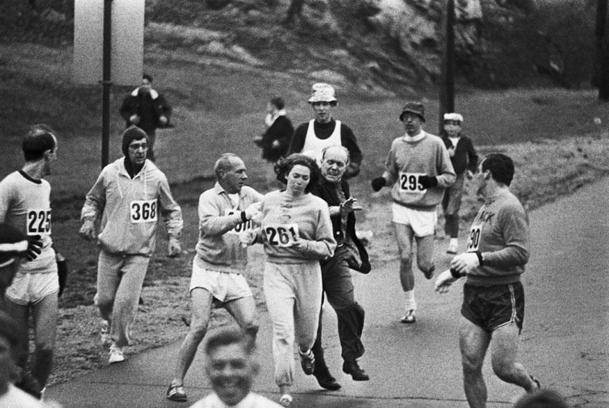 Organizzatori tentano di impedire a Kahtrine Witzer di partecipare alla maratona di Boston. Kathrine è stata la prima donna a portare a termine una corsa, 1967.