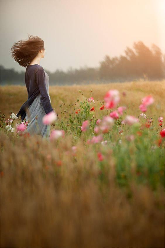 """E mi piace pensare che un soffio di vento all'improvviso sia la carezza di chi non è più accanto a noi. _ Serena Takdeer _ """"Wind Memories"""", foto di L.B.J su Fivehundredpx."""