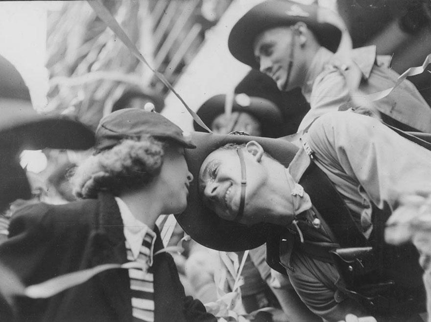 Bacio di addio durante la Seconda Guerra Mondiale. Sam Hood