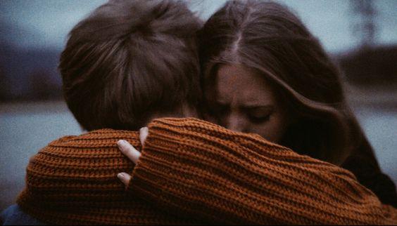 Tutti abbiamo bisogno di qualcuno che ci abbracci e ci dica che va tutto bene. Anche quando non è così. Soprattutto quando non è così. ( Cit.) Immagine reperita nel web.