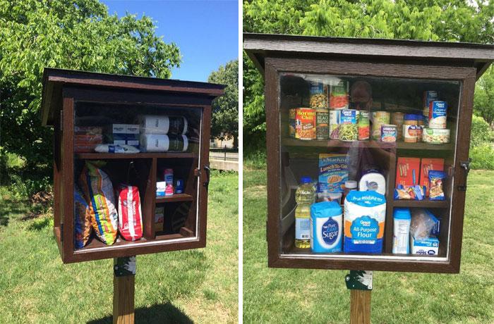 Una donna ha costruito nella strada una piccola dispensa dove le persone possono lasciare prodotti per chi è in difficoltà.