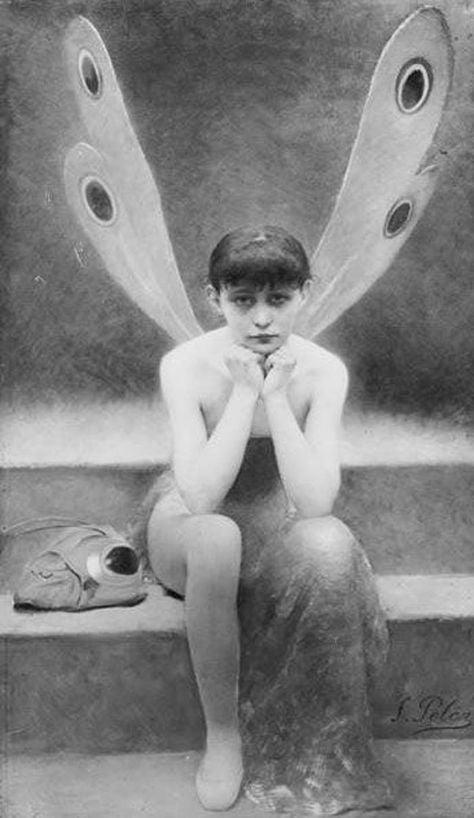 """C'è una parte di me completamente libera, priva di pregiudizi e regole, pure un po' hippie. L'altra parte di me, invece, è rigorosa, attenta a tutto, troppo rigida. Una farfalla con un'ala di piombo: è un casino. - Susanna Casciani (""""Poor Little Dragonfly"""", Fernand Pelez)"""