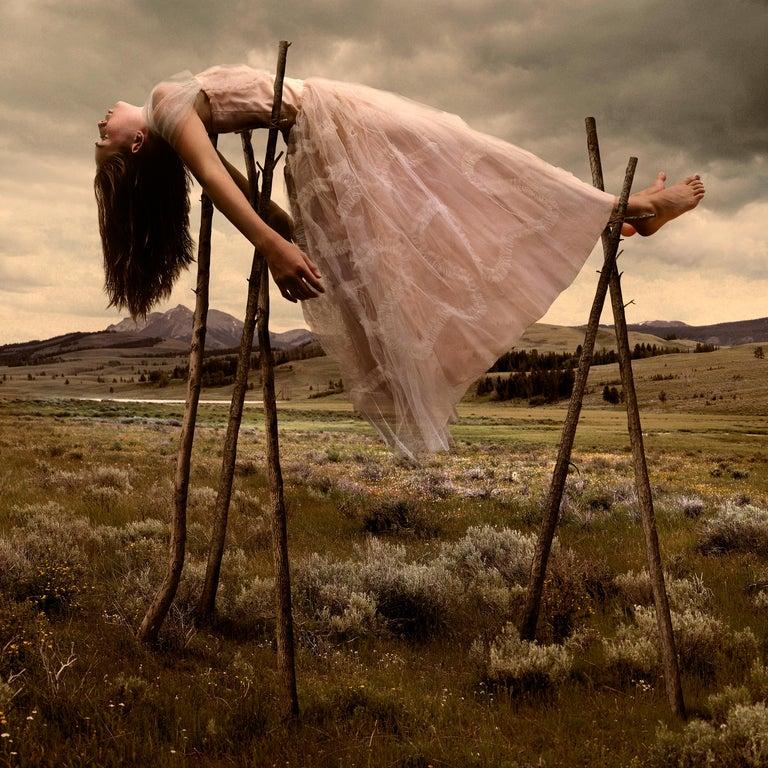 """L' energia si perde... """" se dici """" mi manchi """", E l'altro la stessa cosa non sente, L' energia si perde. Se dai un abbraccio molto forte, E l'altro non lo tiene, L' energia si perde. Se cucini qualcosa di buono e - lo condivi con amore - L' altro non lo vede né lo ringrazia, L' energia si perde. Se vuoi esprimerti - Amorevolmente - E l'altro non ti capisce, L' energia si perde... L' energia deve fluire liberamente, Come una spirale ascendente, Nel frattempo, se questo non accade Ci sarà uno spreco energetico E la cosa più evidente Sarà che ti senti triste, Stanco e impotente. Se tu aiuti , E l'altro aiutarsi non vuole, L' energia si perde. Quindi cerca sempre. Circondati di esseri con anima pura, Esseri che ti ricordano la tua innocenza, Che ti permettano di essere te stesso... Esseri che sappiano quello che vali E riflettono la luce che sei sempre """" - R. M. Manieri ( Fotografia di Tom Chambers )"""